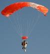 Новый рекорд высоты прыжка с парашютом (Алан Юстас). Фото и видео
