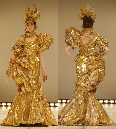Платье из золотых монет от Ginza Tanaka