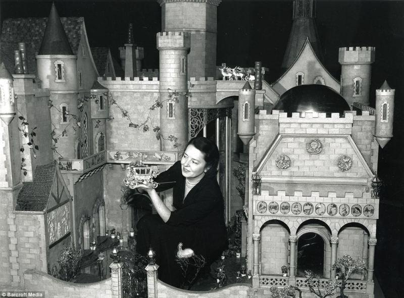 самый дорогой кукольный домик. фото
