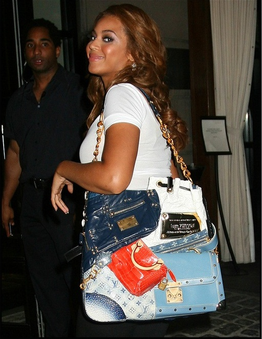 Бейонсе Ноулз и сумка Louis Vuitton Tribute Patchwork bag
