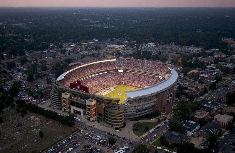 самые большие стадионы Америки: Брайан Денни Стэдиум. Фото / Bryant Denny Stadium. Photo