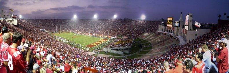 крупнейшие стадионы в мире: Лос-Анджелес Мемориал Колизей. Фото / Los Angeles Memorial Coliseum. Photo