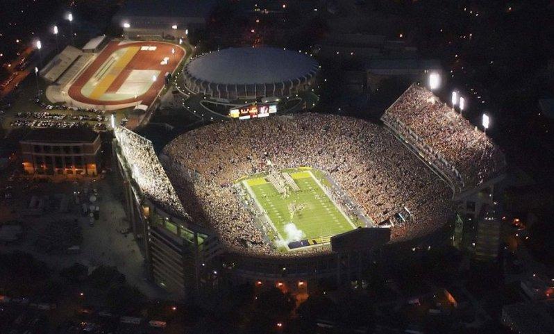 крупнейшие стадионы мира: Роуз Боул. Фото / Rose Bowl Stadium. Photo